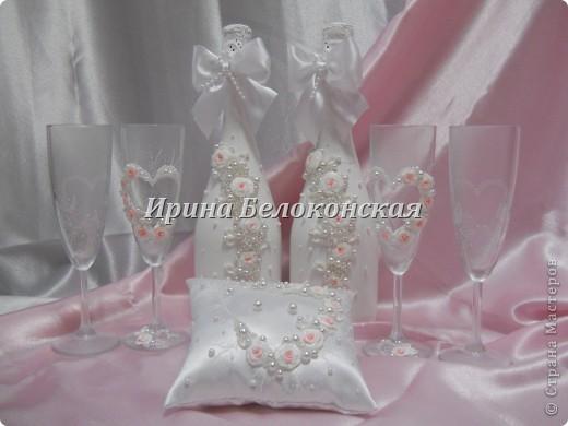 Здравствуйте мои дорогие Мастера и Мастерицы!!! Мой новый свадебный набор. Такие бокалы я уже делала, только в белом цвете. Идея оформления бутылок принадлежит Анастасии Петровой. Настенька, спасибо Вам большое за Ваше творчество!!! фото 1