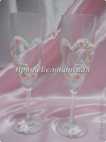 Здравствуйте мои дорогие Мастера и Мастерицы!!! Мой новый свадебный набор. Такие бокалы я уже делала, только в белом цвете. Идея оформления бутылок принадлежит Анастасии Петровой. Настенька, спасибо Вам большое за Ваше творчество!!! фото 3