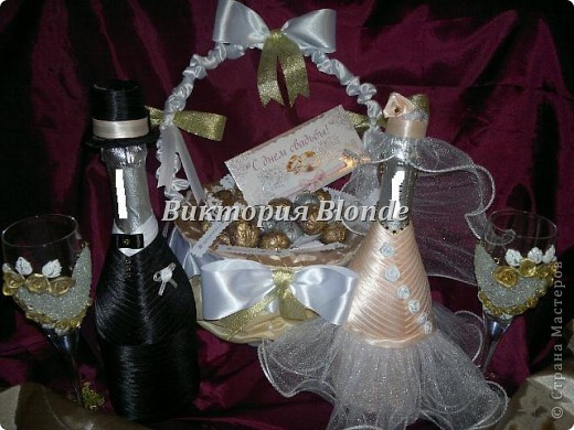 Делала впервые и корзинку и орешки и бокалы и бутылки свадебные. впервые попробовала работать с хрустальной пастой. смотрите и наслаждайтесь)) фото 1