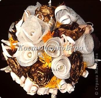 Моя работа, скорее подойдёт, для начинающих мастеров. Залежались у меня засушенные розы. Подошло их время, решила создать топиарий. Очень люблю природные материалы. Но роз оказалось недостаточно. Дополнить решила розами из марли. Вроде неплохо вместе смотрятся, да и марля почти природный материал, гармонии не нарушает. фото 1