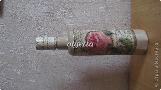 бутылка стеклянная ,декупаж рисовой салфетки, моделирующая паста, краски акриловые, лак акриловый, пепельница стеклянная в той же технике, поставец для рюмочки деревянный 9х9х9см. фото 6