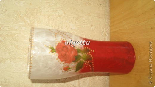 бутылка стеклянная ,декупаж рисовой салфетки, моделирующая паста, краски акриловые, лак акриловый, пепельница стеклянная в той же технике, поставец для рюмочки деревянный 9х9х9см. фото 10