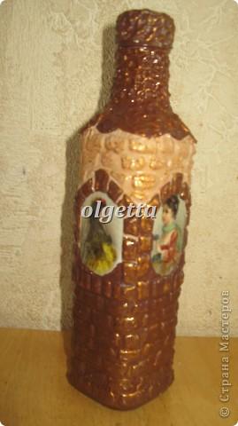 бутылка стеклянная ,декупаж рисовой салфетки, моделирующая паста, краски акриловые, лак акриловый, пепельница стеклянная в той же технике, поставец для рюмочки деревянный 9х9х9см. фото 4