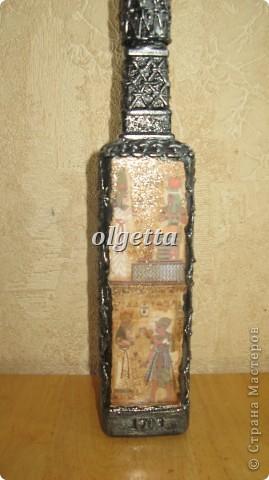 бутылка стеклянная ,декупаж рисовой салфетки, моделирующая паста, краски акриловые, лак акриловый, пепельница стеклянная в той же технике, поставец для рюмочки деревянный 9х9х9см. фото 15
