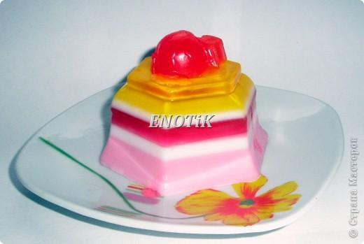 Сливочно- ягодный десерт Основой этого десерта служит плотный сливочный крем, вкус которого прекрасно сочетается с ягодами и фруктами. фото 2