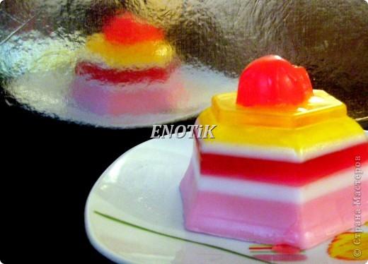 Сливочно- ягодный десерт Основой этого десерта служит плотный сливочный крем, вкус которого прекрасно сочетается с ягодами и фруктами. фото 1