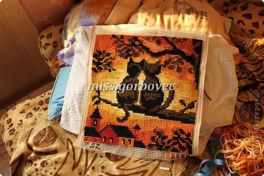 вышивка подушки, в процессе завершения, готовой фото нету фото 1
