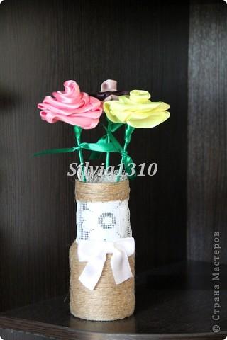 Сделала сегодня три розочки по этому МК:  http://stranamasterov.ru/node/148308  И баночку из под кофе Jaedin обмотала шпагатом и кружевом 6)  А внутри кусочек пенопласта тоже в этом розовом кружеве и в него воткнуты розочки :_)  Спасибо за идею!!! фото 2