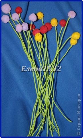 Здравствуйте все жители Страны Мастеров!То я к Вам с вёдрами цветов приходила (http://stranamasterov.ru/node/371927) ,а сегодня с огромной корзиной полевых цветов.Меня что-то эта тема накрыла с головой,что идеи лезут в голову одна за другой.Букет был собран из 93 цветочков,разнообразной масти.Этапы создания постараюсь рассказать поподробнее в Мк.Надеюсь мой МК кому-то пригодится.Корзину уже подарила хорошему человеку и она счастлива, а я тем более. фото 13