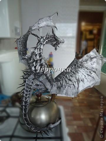 Ледяной Дракон Skyrim .Бумажная модель( papercraft ) Сделала дракона. Очень большой получился. Распечатала на чб принторе около 30 листов. Сделала за 2 недели. фото 8