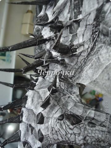 Ледяной Дракон Skyrim .Бумажная модель( papercraft ) Сделала дракона. Очень большой получился. Распечатала на чб принторе около 30 листов. Сделала за 2 недели. фото 13