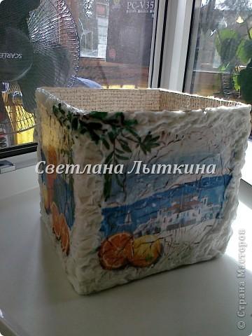 декор простой коробки. Делала для подруги. использовала салфетки, так же салфетки влажные для рук б/у (отделка по краям) фото 1