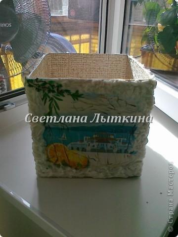 декор простой коробки. Делала для подруги. использовала салфетки, так же салфетки влажные для рук б/у (отделка по краям) фото 3
