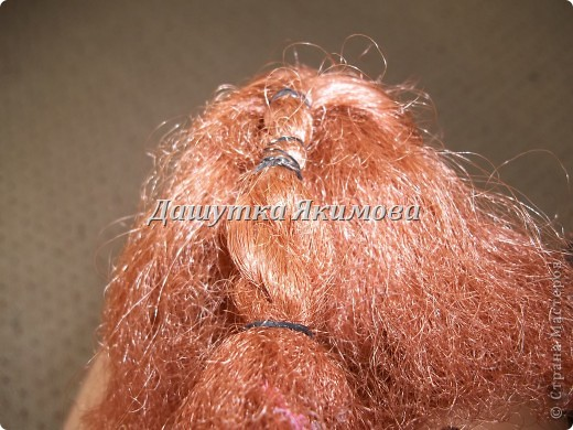 С начало причешите кукле волосы фото 6