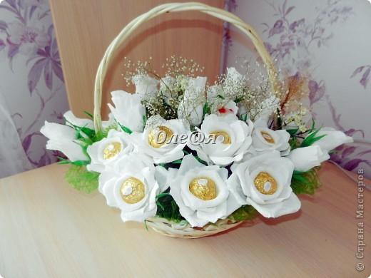 это мой очередной заказ,как приятно совмещать работу с удовольствием,конфетки рафаэло и фереро рошен 29 белых роз фото 1
