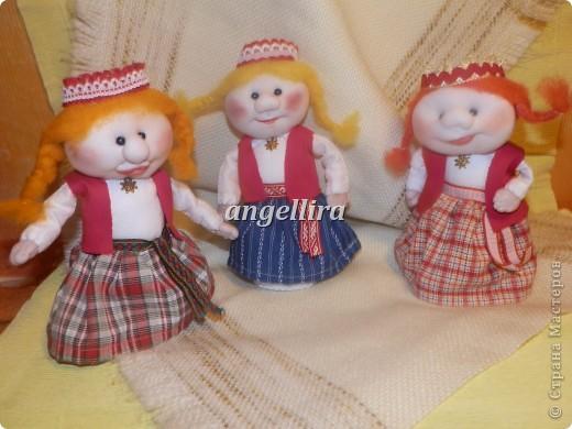 Мои девочки в латышских народеых костюмах. Таутасмейтас. фото 1
