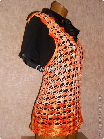 Оранжевый удлинённый топ фото 9
