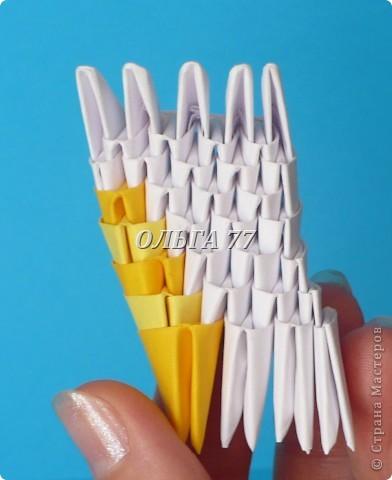 Для данного изделия понадобится: всего 1048  модулей.  Размер используемого модуля  1\32 часть листа, формата А4 Использовалась бумага белого цвета, клей ПВА, балончик с аэрозольной краской серебристого цвета.  фото 8