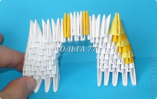 Для данного изделия понадобится: всего 1048  модулей.  Размер используемого модуля  1\32 часть листа, формата А4 Использовалась бумага белого цвета, клей ПВА, балончик с аэрозольной краской серебристого цвета.  фото 14