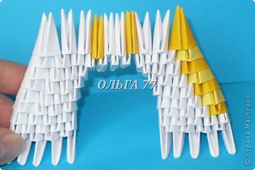 Для данного изделия понадобится: всего 1048  модулей.  Размер используемого модуля  1\32 часть листа, формата А4 Использовалась бумага белого цвета, клей ПВА, балончик с аэрозольной краской серебристого цвета.  фото 15