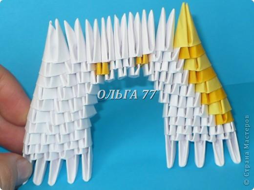 Для данного изделия понадобится: всего 1048  модулей.  Размер используемого модуля  1\32 часть листа, формата А4 Использовалась бумага белого цвета, клей ПВА, балончик с аэрозольной краской серебристого цвета.  фото 16