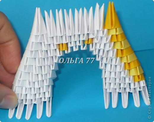 Для данного изделия понадобится: всего 1048  модулей.  Размер используемого модуля  1\32 часть листа, формата А4 Использовалась бумага белого цвета, клей ПВА, балончик с аэрозольной краской серебристого цвета.  фото 17