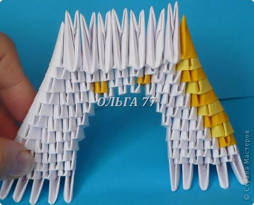Для данного изделия понадобится: всего 1048  модулей.  Размер используемого модуля  1\32 часть листа, формата А4 Использовалась бумага белого цвета, клей ПВА, балончик с аэрозольной краской серебристого цвета.  фото 18