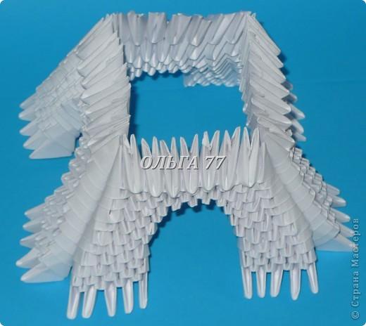 Для данного изделия понадобится: всего 1048  модулей.  Размер используемого модуля  1\32 часть листа, формата А4 Использовалась бумага белого цвета, клей ПВА, балончик с аэрозольной краской серебристого цвета.  фото 22