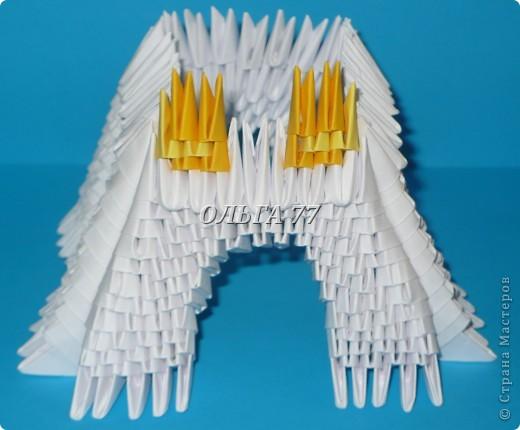 Для данного изделия понадобится: всего 1048  модулей.  Размер используемого модуля  1\32 часть листа, формата А4 Использовалась бумага белого цвета, клей ПВА, балончик с аэрозольной краской серебристого цвета.  фото 25