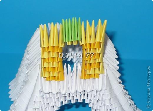 Для данного изделия понадобится: всего 1048  модулей.  Размер используемого модуля  1\32 часть листа, формата А4 Использовалась бумага белого цвета, клей ПВА, балончик с аэрозольной краской серебристого цвета.  фото 30