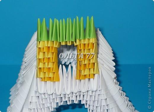 Для данного изделия понадобится: всего 1048  модулей.  Размер используемого модуля  1\32 часть листа, формата А4 Использовалась бумага белого цвета, клей ПВА, балончик с аэрозольной краской серебристого цвета.  фото 31
