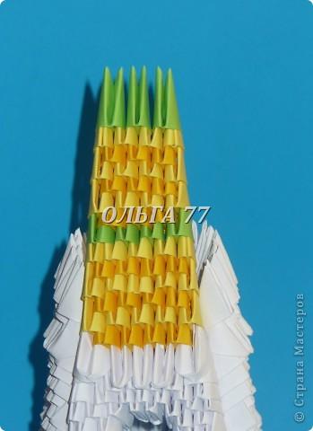 Для данного изделия понадобится: всего 1048  модулей.  Размер используемого модуля  1\32 часть листа, формата А4 Использовалась бумага белого цвета, клей ПВА, балончик с аэрозольной краской серебристого цвета.  фото 45