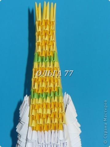 Для данного изделия понадобится: всего 1048  модулей.  Размер используемого модуля  1\32 часть листа, формата А4 Использовалась бумага белого цвета, клей ПВА, балончик с аэрозольной краской серебристого цвета.  фото 49