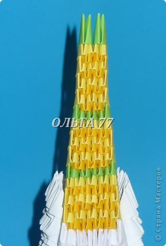 Для данного изделия понадобится: всего 1048  модулей.  Размер используемого модуля  1\32 часть листа, формата А4 Использовалась бумага белого цвета, клей ПВА, балончик с аэрозольной краской серебристого цвета.  фото 50