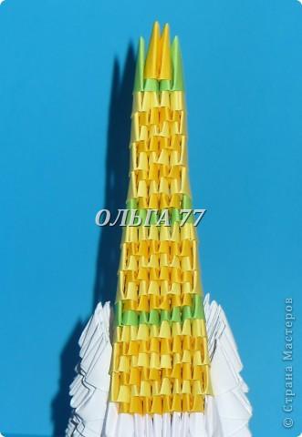 Для данного изделия понадобится: всего 1048  модулей.  Размер используемого модуля  1\32 часть листа, формата А4 Использовалась бумага белого цвета, клей ПВА, балончик с аэрозольной краской серебристого цвета.  фото 51