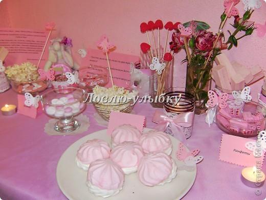 """Что такое Candy bar я уже писала в блоге. Это сладкий островок, декорированный различными аксессуарами и включающий в себя сладости в одной цветовой гамме...хотя можно использовать и все цвета рудуги...главное, чтобы сладкий бар был по истине сладкий. Наш сладкий бар на свадьбу был в розовой гамме под названием """"розовые мечты""""  фото 2"""