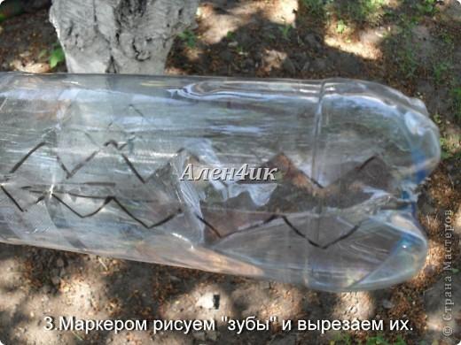 Всем привет!Хочу показать,как я делала Змея Горыныча из пластиковых бутылок.Комментировать фото не буду,т.к. все описание есть на фотографиях.Потратила около 40 бутылок из-под минералки.Все бутылки красила алкидной эмалью. Для ЛиРушников вот ссылка для цитирования http://www.liveinternet.ru/users/3652977/post230681087/ фото 4
