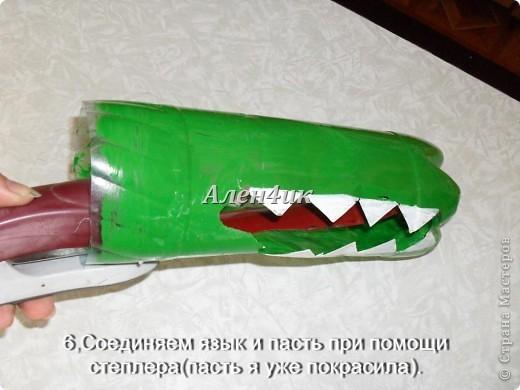 Всем привет!Хочу показать,как я делала Змея Горыныча из пластиковых бутылок.Комментировать фото не буду,т.к. все описание есть на фотографиях.Потратила около 40 бутылок из-под минералки.Все бутылки красила алкидной эмалью. Для ЛиРушников вот ссылка для цитирования http://www.liveinternet.ru/users/3652977/post230681087/ фото 7