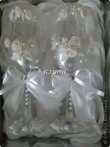 На свадьбу племяннику сделала вот такие бокальчики. фото 4