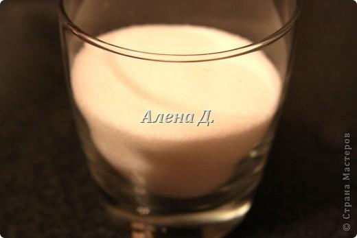 Излюбленный испанским народом десерт.Имеет легкий,приятный вкус и пудинговую консистенцию.   Молоко цельное 3,2%жирности 1пакет-900мл. кукурузный крахмал-110гр. желтки куриные-2шт+2-3 яйцa сахар 170гр.  корицы  0,5ч.л. Цедра одного лимона или апельсина Мука. Растительное масло(оливковое) Для обсыпки: Сахар+молотая корица. фото 4