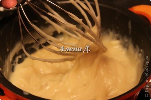 Излюбленный испанским народом десерт.Имеет легкий,приятный вкус и пудинговую консистенцию.   Молоко цельное 3,2%жирности 1пакет-900мл. кукурузный крахмал-110гр. желтки куриные-2шт+2-3 яйцa сахар 170гр.  корицы  0,5ч.л. Цедра одного лимона или апельсина Мука. Растительное масло(оливковое) Для обсыпки: Сахар+молотая корица. фото 7