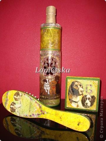 Набор для моей любимой родной тети, которая очень любит собак. Ваза из стеклянной бутылки, деревянная массажная щетка, деревянная шкатулка. Декупаж, роспись акрилом. жидкий жемчуг, банановая бумага, золотой контур по стеклу 2-х видов, хлопковая нить. собачий след оттенен битумом. фото 1