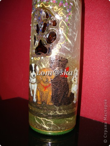 Набор для моей любимой родной тети, которая очень любит собак. Ваза из стеклянной бутылки, деревянная массажная щетка, деревянная шкатулка. Декупаж, роспись акрилом. жидкий жемчуг, банановая бумага, золотой контур по стеклу 2-х видов, хлопковая нить. собачий след оттенен битумом. фото 5