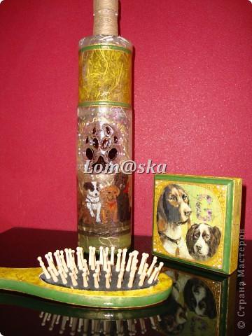 Набор для моей любимой родной тети, которая очень любит собак. Ваза из стеклянной бутылки, деревянная массажная щетка, деревянная шкатулка. Декупаж, роспись акрилом. жидкий жемчуг, банановая бумага, золотой контур по стеклу 2-х видов, хлопковая нить. собачий след оттенен битумом. фото 10