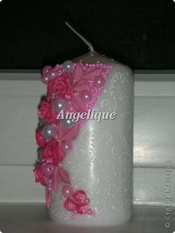 Приветик всем жителям СМ! Выставляю на Ваш суд свои свечи.  Розовую я сделала на свадьбу, желтую на 8 марта (на ней плохо видна салфетка в виде восьмерки). Приму любую критику.   Вид спереди фото 2