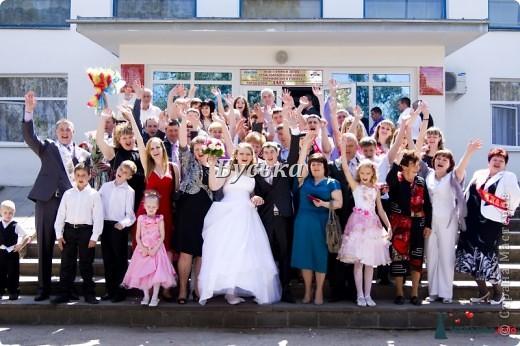 Уважаемые жительницы страны мастеров!В апреле 2012 года я стала счастливой женой!К свадьбе мы готовились долго-целых 9 месяцев!Это время мы потратили с толком и многое,очень многое было сделано нашими руками,так как именно мы хотели!Спешу с вами поделиться своими работами и своим счастьем! Театр начинается в вешалки,а свадьба с приглашения!У нас было 2 вида пригласительных. Эти для отправки фото 32