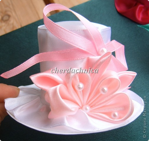 Представляю вашему вниманию мои новые работы! Белая шляпка-заколка, резиночка подсолнух,  декоративная шляпка-шкатулка и коробочка для этой красоты! Фото добавлю. фото 3