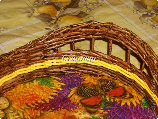 Поднос. Размер: 40*28*8* Трубочки: коричневые - морилка + клей ПВА, жёлтые - колор + клей ПВА Дно: картон, декупаж салфеткой фото 4