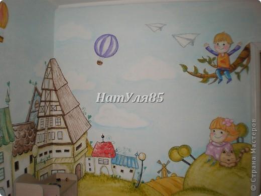 кухня,обои под покраску,по швам потолочный  багет,перекрашено водоэмульсионной краской с добавлением пегмента фото 18