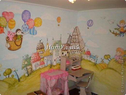 кухня,обои под покраску,по швам потолочный  багет,перекрашено водоэмульсионной краской с добавлением пегмента фото 19